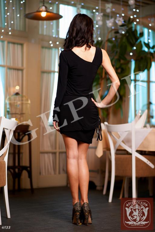 Платье на одно плечо с погоном Материал: трикотаж - стрейч, красивая фурнитура на плече Длина: 70см Цвет: черный.